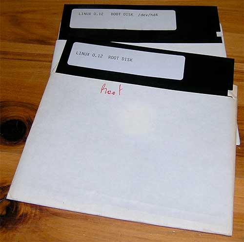 Флоппи-диски с первой ранней версией Linux