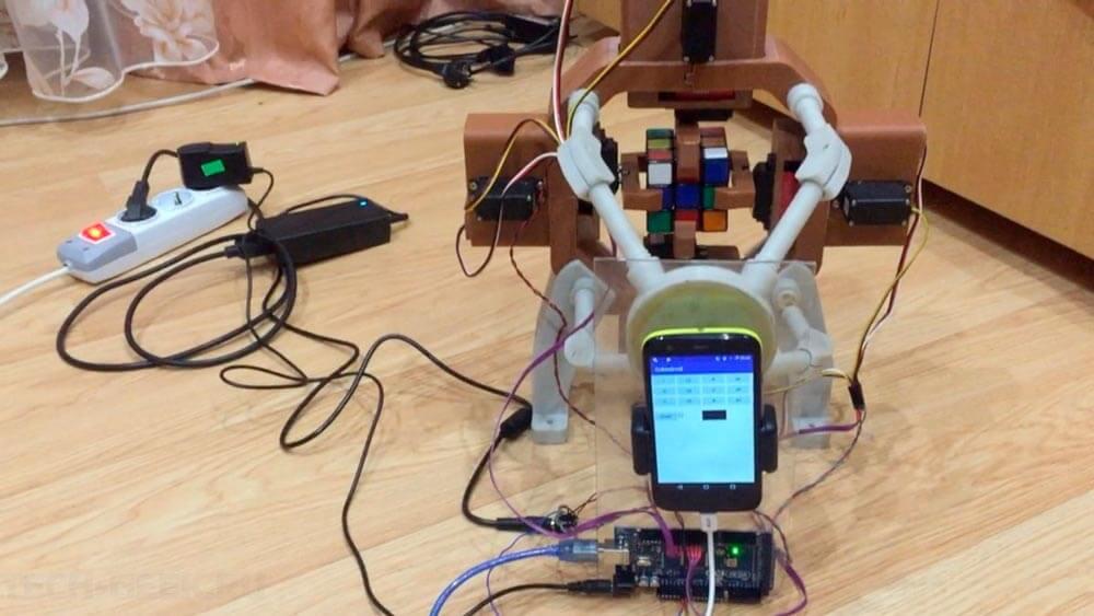 Робот собственной персоной для сборки кубика Рубика